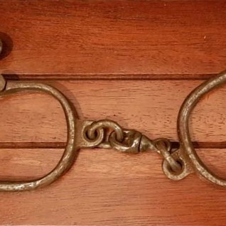 convict hand cuffs with key