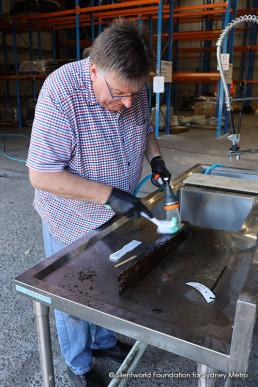 Head conservator Ian Panter cleaning © Sydney Metro