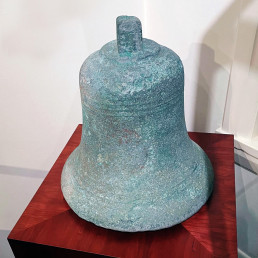 Bronze bell from the Dutch ship DELTA