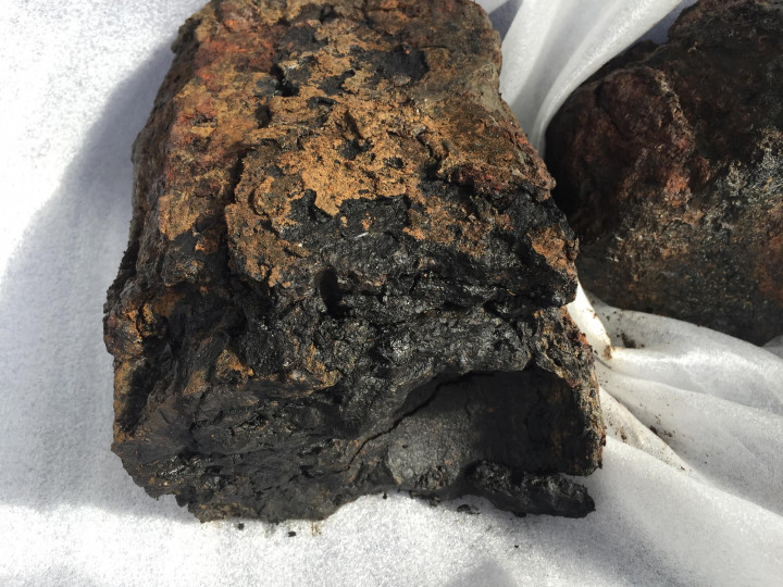 The cracked ballast, revealing cannonballs were added to the iron mixture at the time of manufacture. Image credit: Silentworld Foundation.